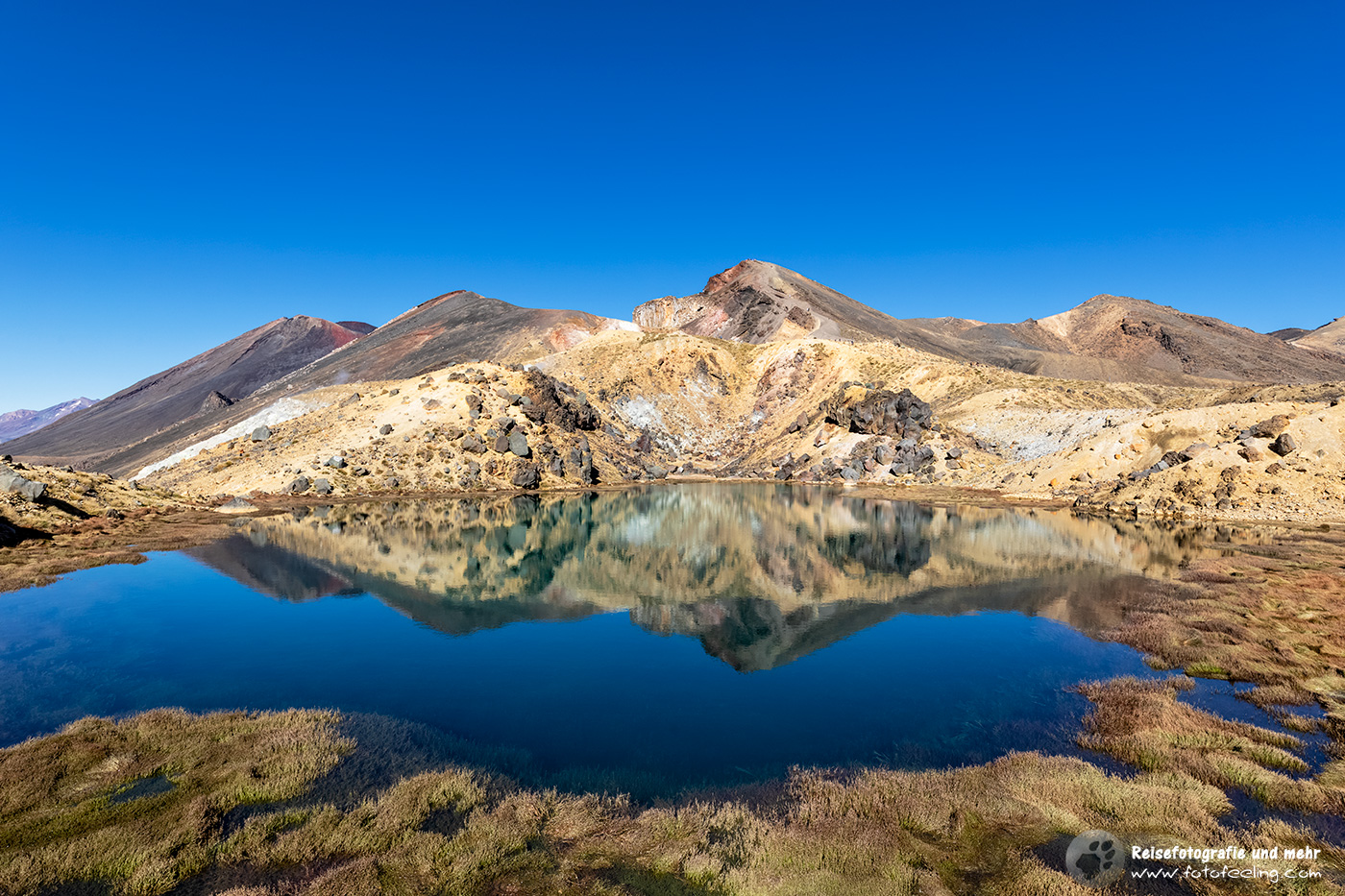 Tolle Spiegelung in den Emerald Lakes, Tongariro Crossing, Tongariro Nationalpark,  Nordinsel, Neuseeland